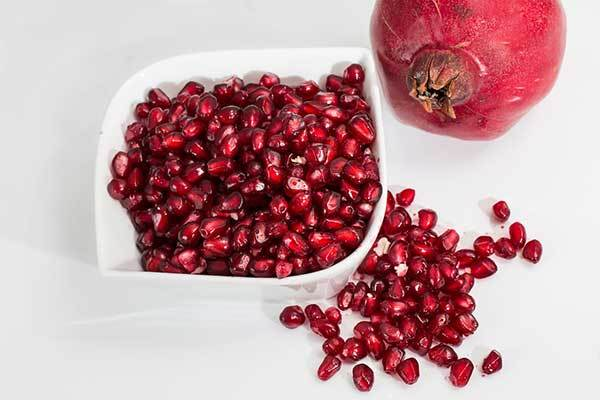 Can dogs eat pomegranate arils?