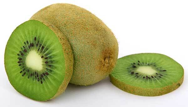 is Kiwi bad for dogs?