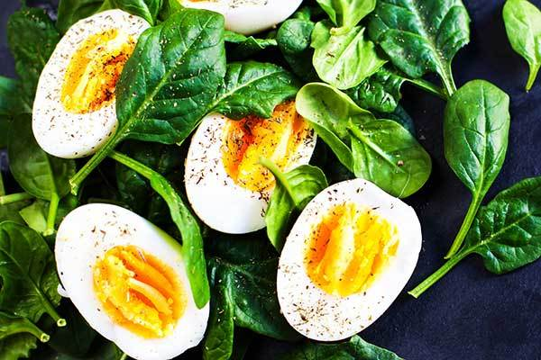 Boiled eggs with spinach